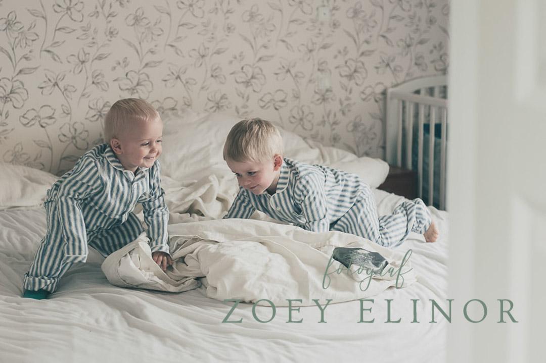 børnefotograf, pyjamasfest, pudekamp, fotografering, lifestyle fotografering,