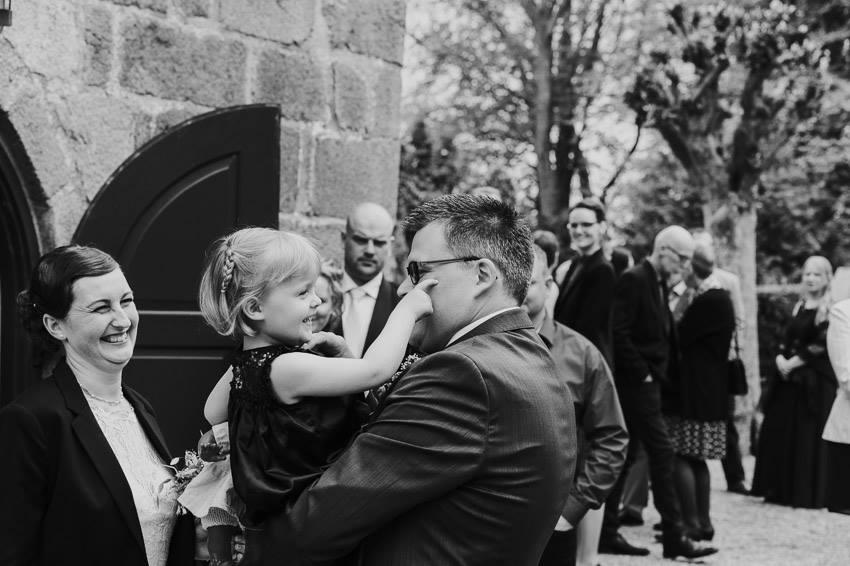Det er en kæmpe gave at få lov til at fotografere børn, men det er også et ansvar man skal være sig bevist om. Når børn skal fotograferes er man nødt til at slippe perfektionismen, så det bliver en god oplevelse for dem. Jeg oplever også tit, at det er de spontane billeder forældrene i sidste ende vælger.